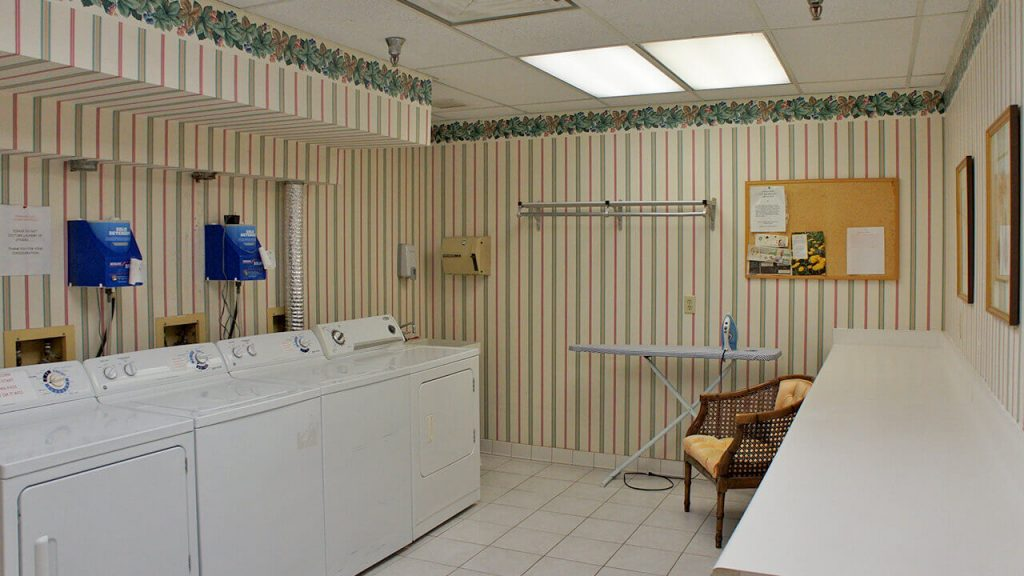 deerwood-place-laundry-room