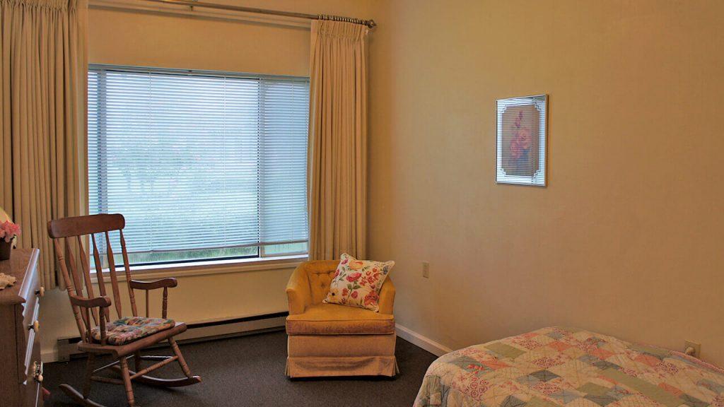 deerwood-place-patient-room-03