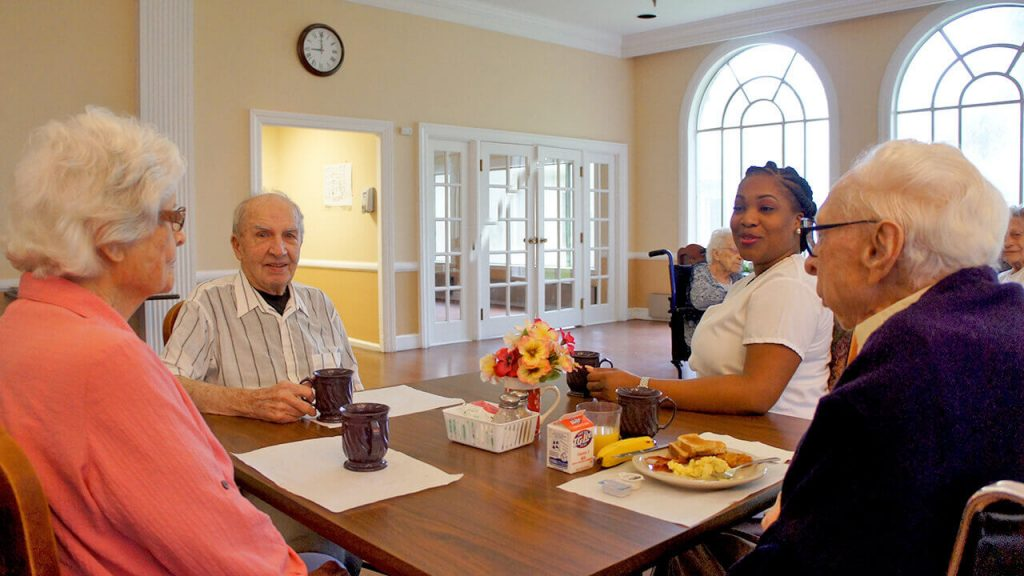 deerwood-place-patients-dining-table-02